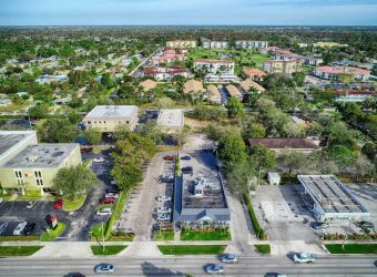 3350 Tamiami Trail North Naples